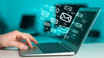 newsfeed, critique, kritik. news aggregation center, social listening post